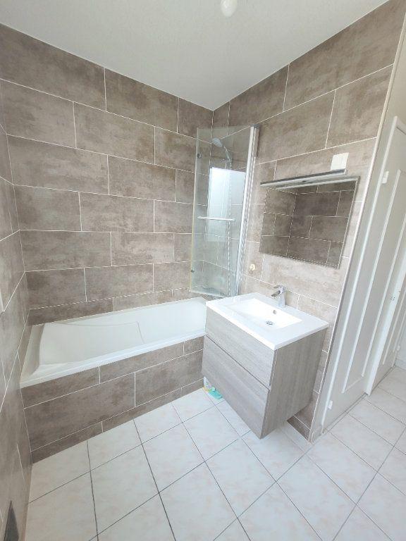 Appartement à louer 3 66.6m2 à Les Mureaux vignette-6