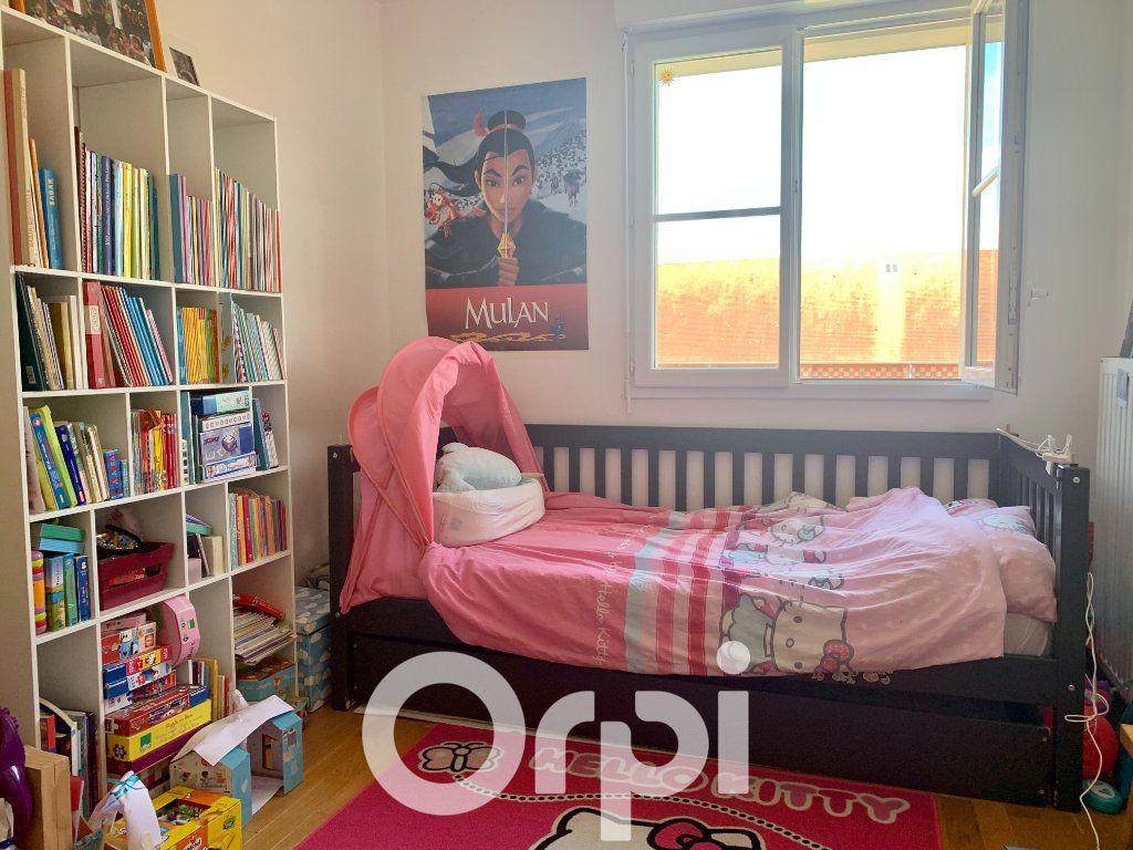 Appartement à louer 5 99.96m2 à Chaville vignette-2