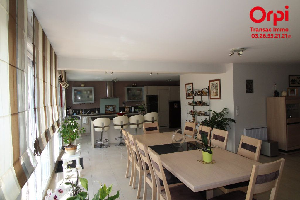 Appartement à vendre 6 167m2 à Épernay vignette-1
