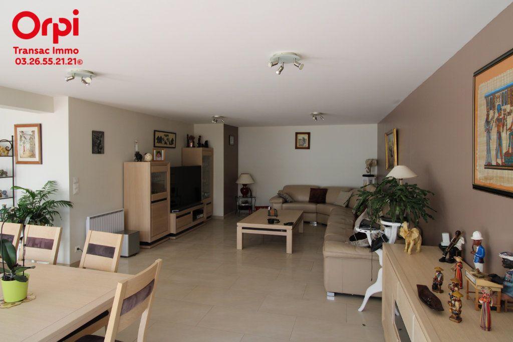 Appartement à vendre 6 167m2 à Épernay vignette-2