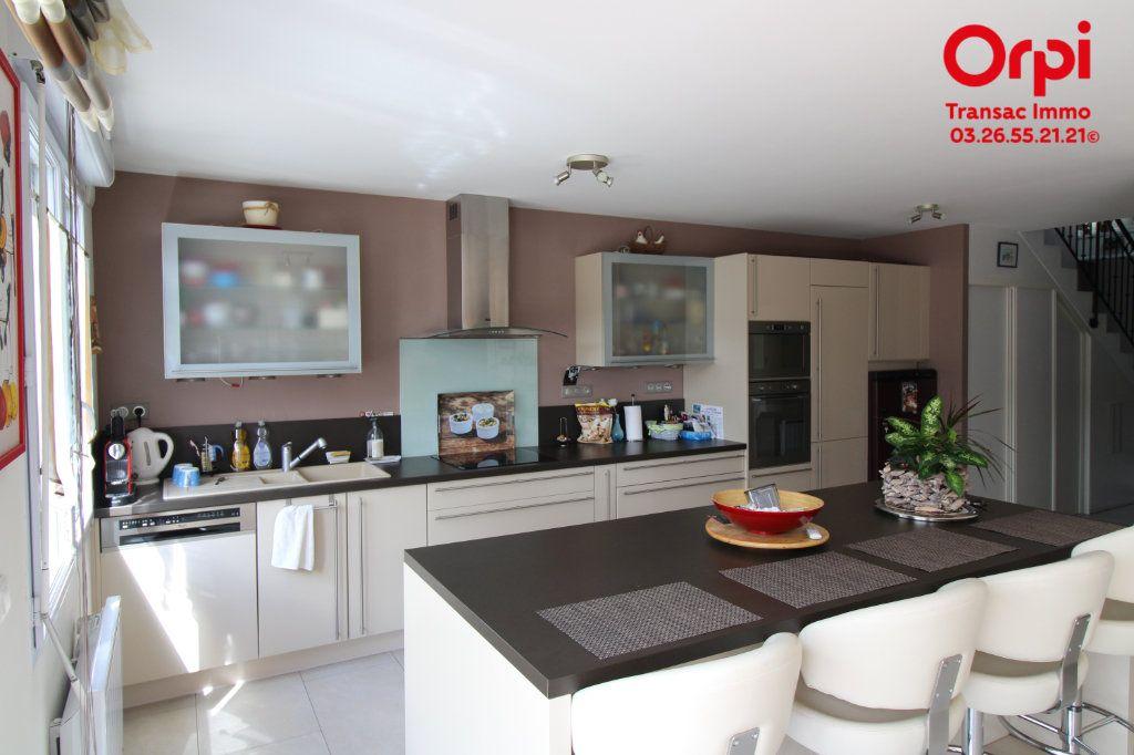 Appartement à vendre 6 167m2 à Épernay vignette-4
