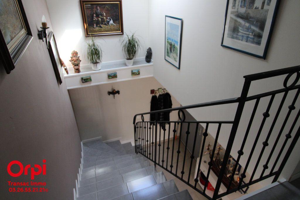 Appartement à vendre 6 167m2 à Épernay vignette-7
