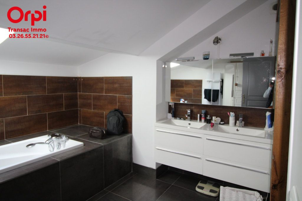 Appartement à vendre 6 167m2 à Épernay vignette-14
