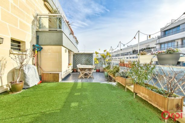 Appartement à vendre 6 106.63m2 à Paris 19 vignette-1