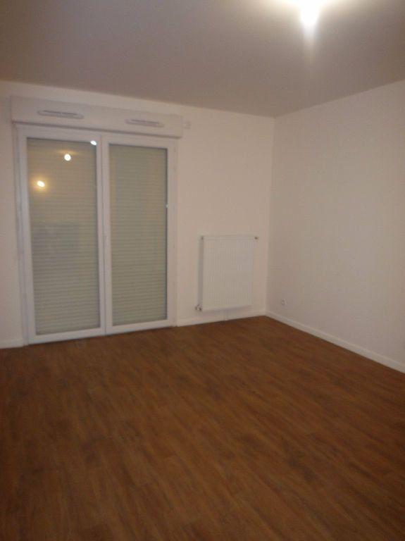 Appartement à louer 3 57.93m2 à Magny-le-Hongre vignette-2