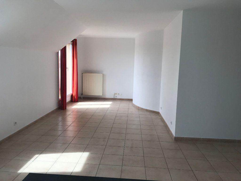 Appartement à louer 3 55.11m2 à Serris vignette-1