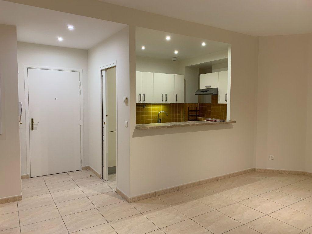 Appartement à louer 3 58.5m2 à Montévrain vignette-1