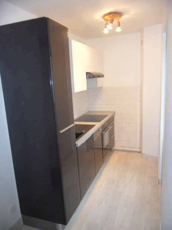 Appartement à louer 3 51.8m2 à Bouleurs vignette-2