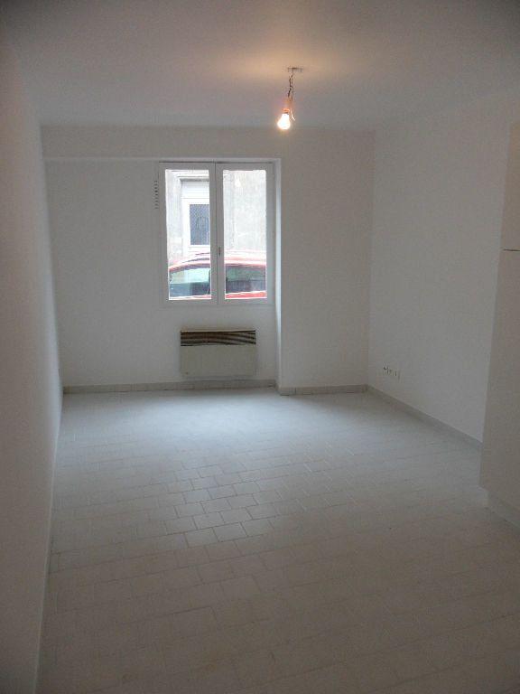 Appartement à louer 2 29.33m2 à Crécy-la-Chapelle vignette-1