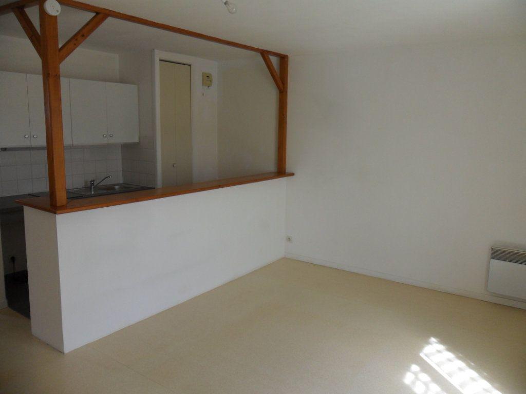 Appartement à louer 1 30.43m2 à Crécy-la-Chapelle vignette-1
