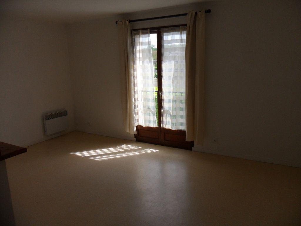 Appartement à louer 1 30.43m2 à Crécy-la-Chapelle vignette-2