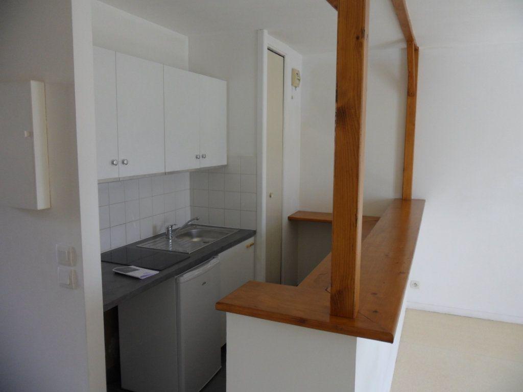 Appartement à louer 1 30.43m2 à Crécy-la-Chapelle vignette-3