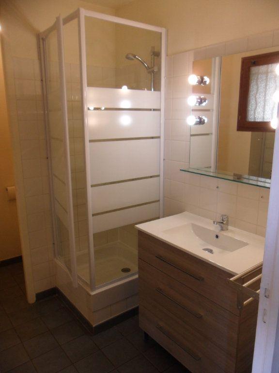 Appartement à louer 1 30.43m2 à Crécy-la-Chapelle vignette-4