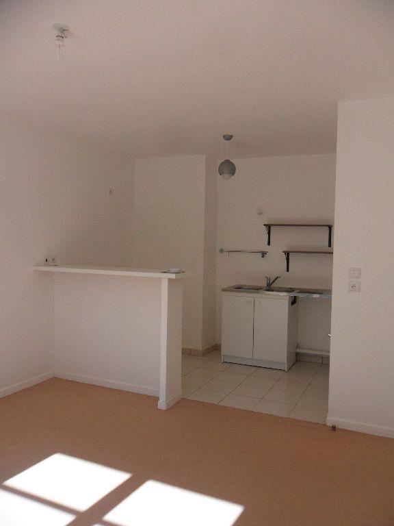 Appartement à louer 2 33.9m2 à La Chapelle-la-Reine vignette-3