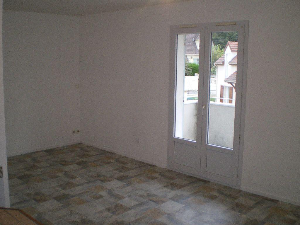 Appartement à louer 1 30.5m2 à Crécy-la-Chapelle vignette-2