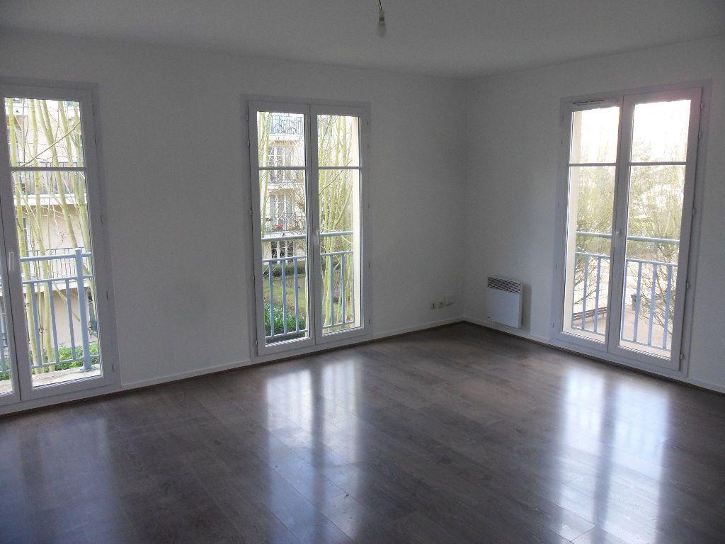 Appartement à louer 4 73.17m2 à Chessy vignette-1