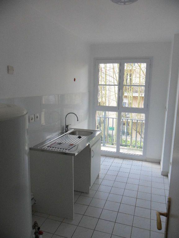 Appartement à louer 4 73.17m2 à Chessy vignette-2