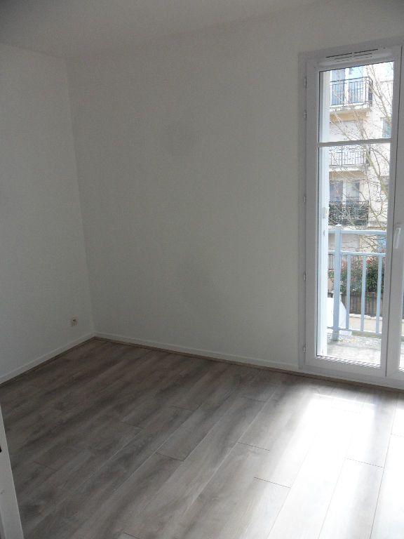 Appartement à louer 4 73.17m2 à Chessy vignette-4