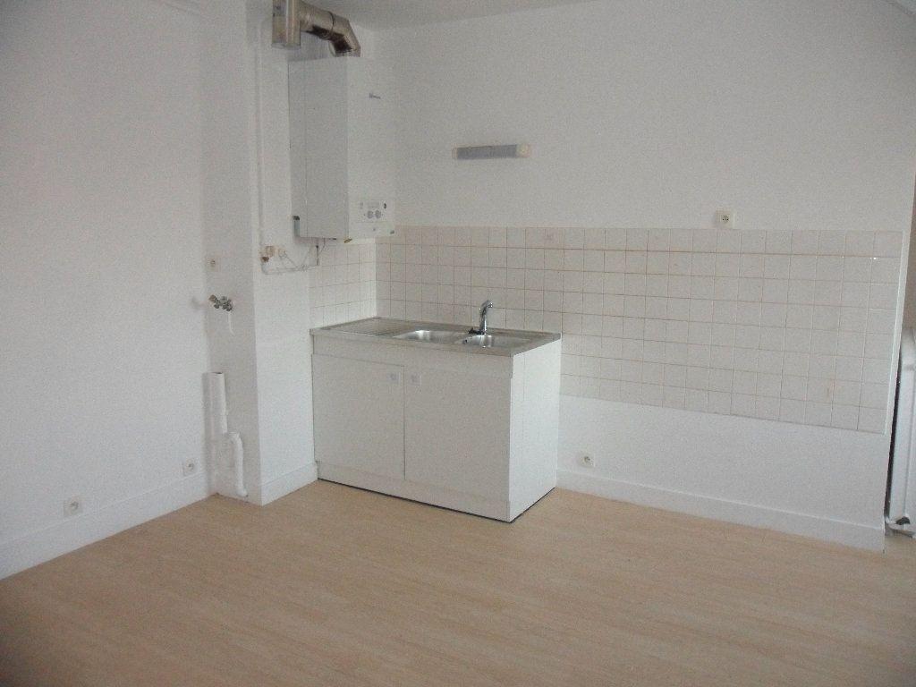 Appartement à louer 1 36.66m2 à Crécy-la-Chapelle vignette-3