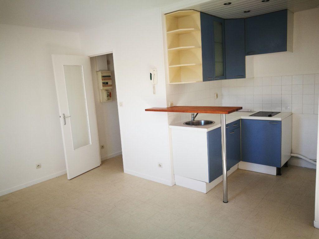 Appartement à louer 2 35.03m2 à Crécy-la-Chapelle vignette-3