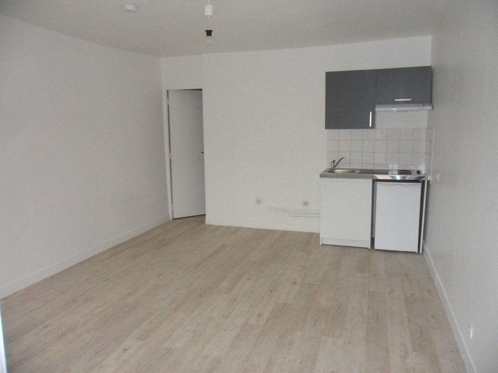 Appartement à louer 1 21.6m2 à Mouroux vignette-1