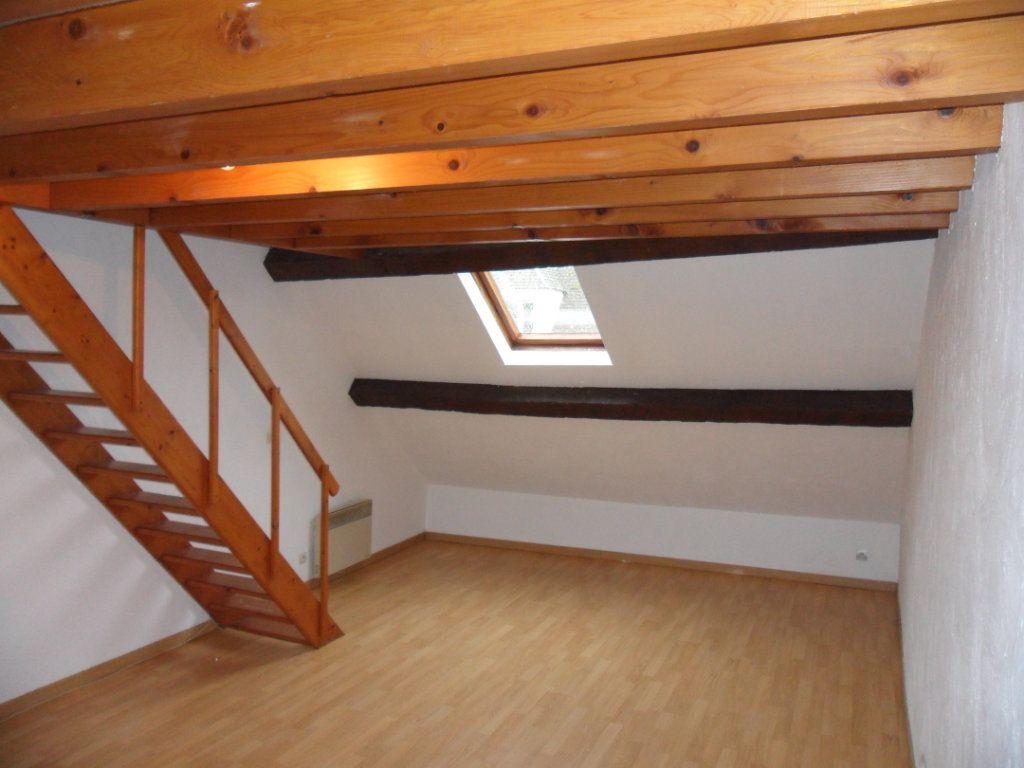 Appartement à louer 1 22.6m2 à Crécy-la-Chapelle vignette-1