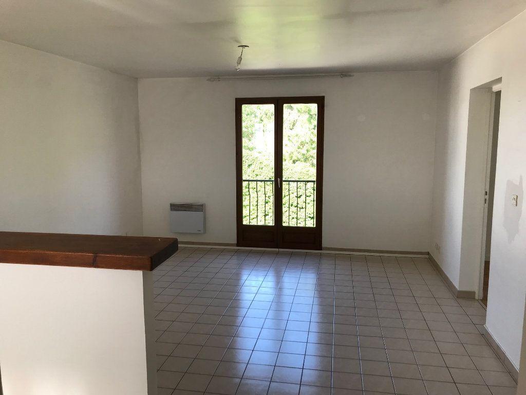 Appartement à louer 3 54.13m2 à Crécy-la-Chapelle vignette-2
