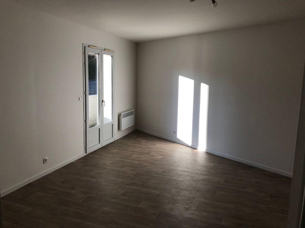 Appartement à louer 2 48.61m2 à Crécy-la-Chapelle vignette-2