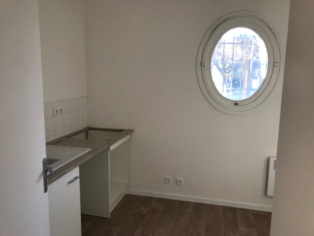 Appartement à louer 2 48.61m2 à Crécy-la-Chapelle vignette-3