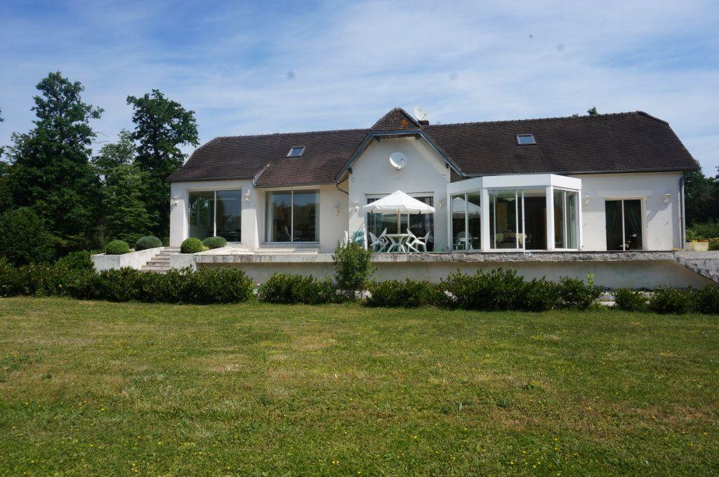 Maison à vendre 7 460m2 à Villeneuve-le-Comte vignette-2