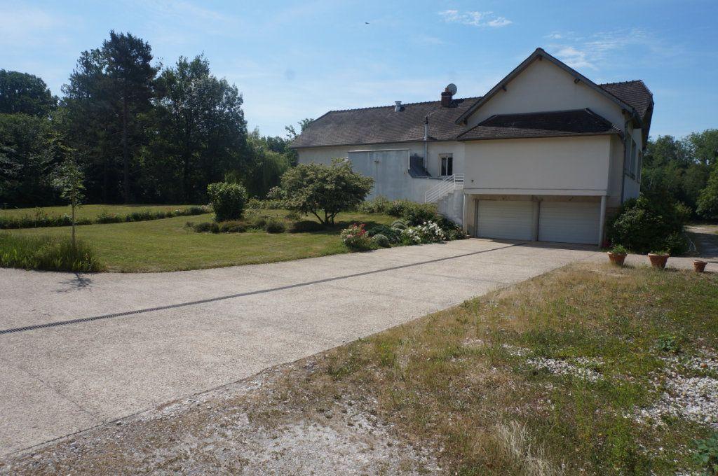 Maison à vendre 7 460m2 à Villeneuve-le-Comte vignette-5