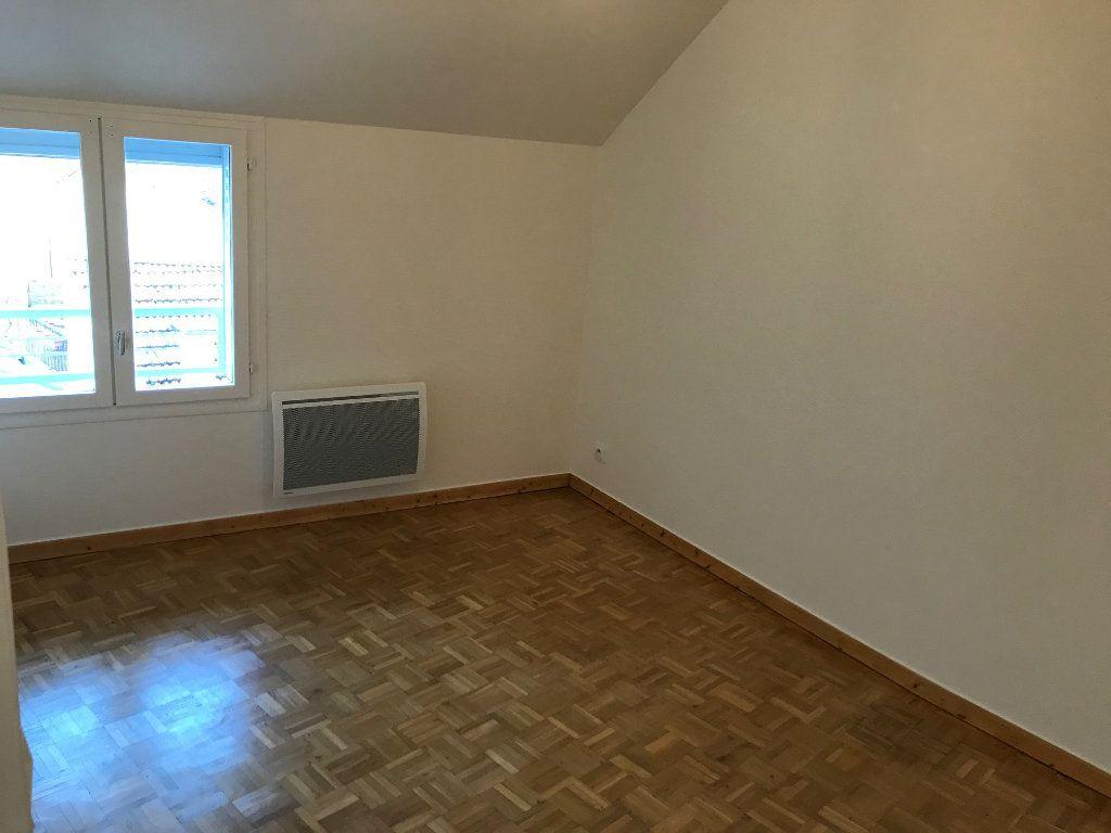 Appartement à louer 3 57.73m2 à Crécy-la-Chapelle vignette-4