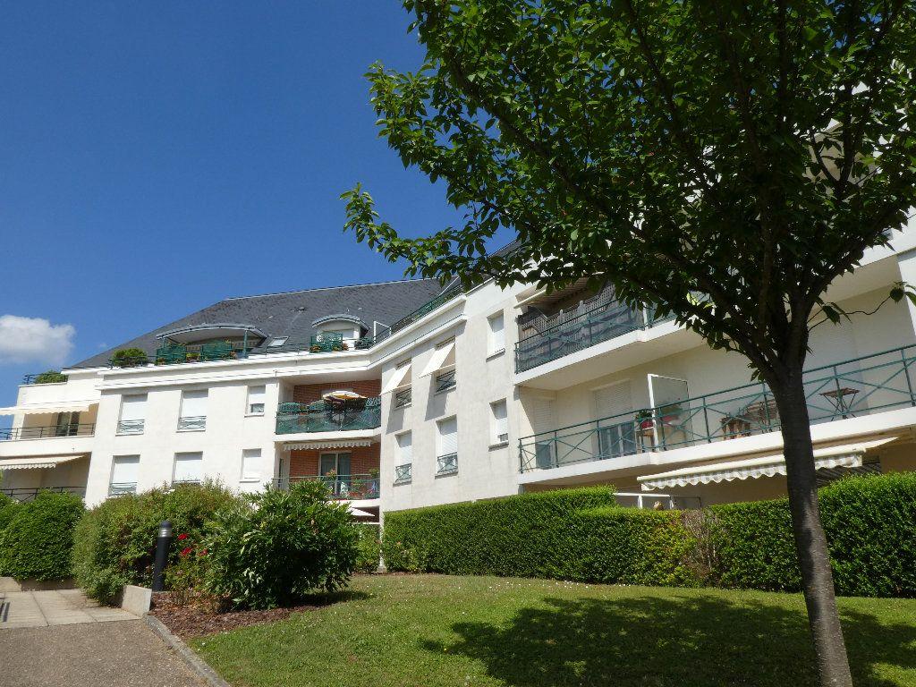 Appartement à louer 2 54m2 à Saint-Cyr-sur-Loire vignette-1