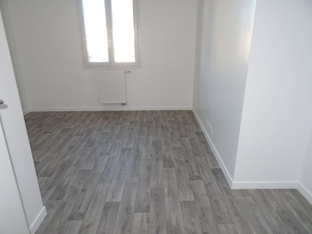 Maison à louer 4 104m2 à Charentilly vignette-7