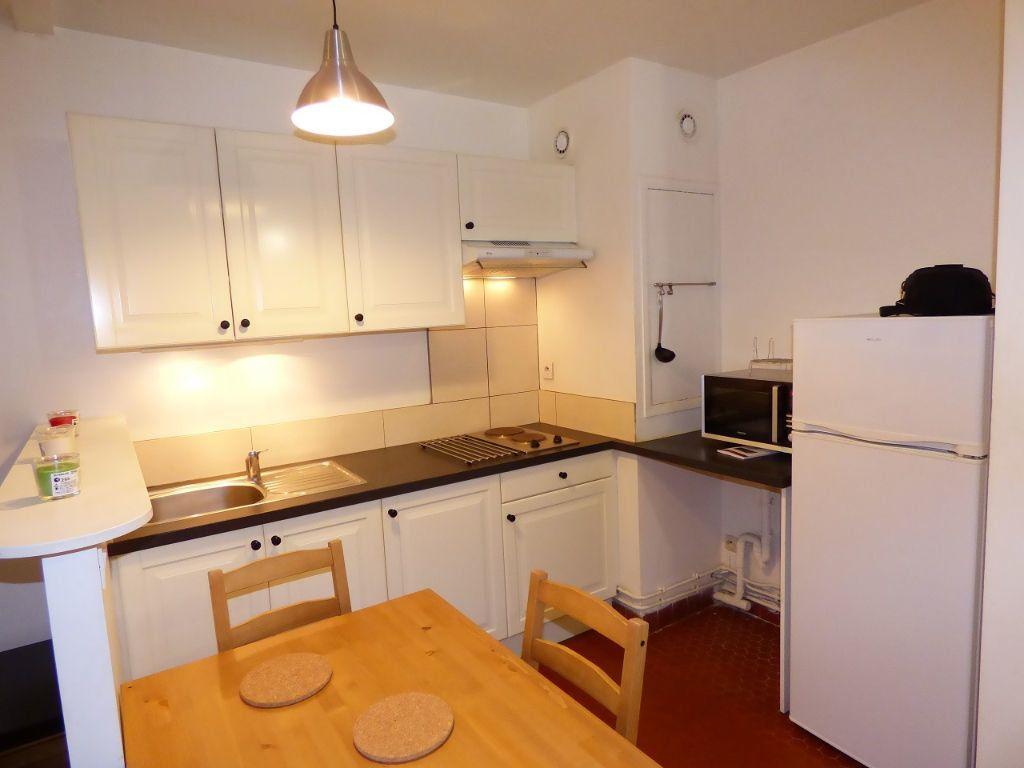 Appartement à louer 1 28m2 à Verneuil-sur-Seine vignette-3