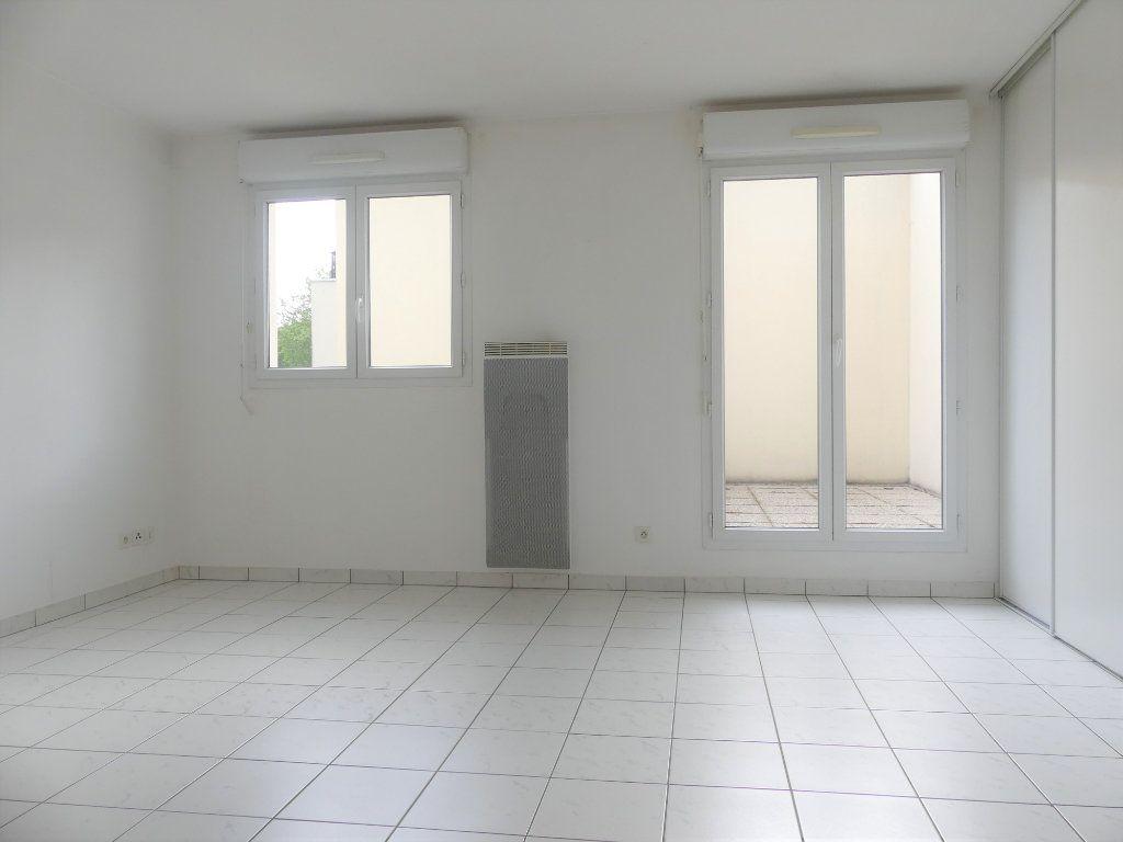 Appartement à louer 1 27.6m2 à Verneuil-sur-Seine vignette-2