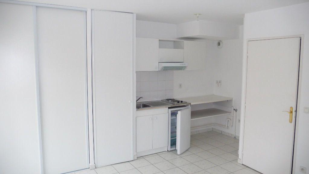 Appartement à louer 1 27.6m2 à Verneuil-sur-Seine vignette-5