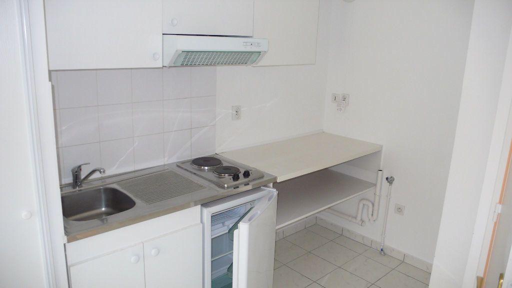 Appartement à louer 1 27.6m2 à Verneuil-sur-Seine vignette-6