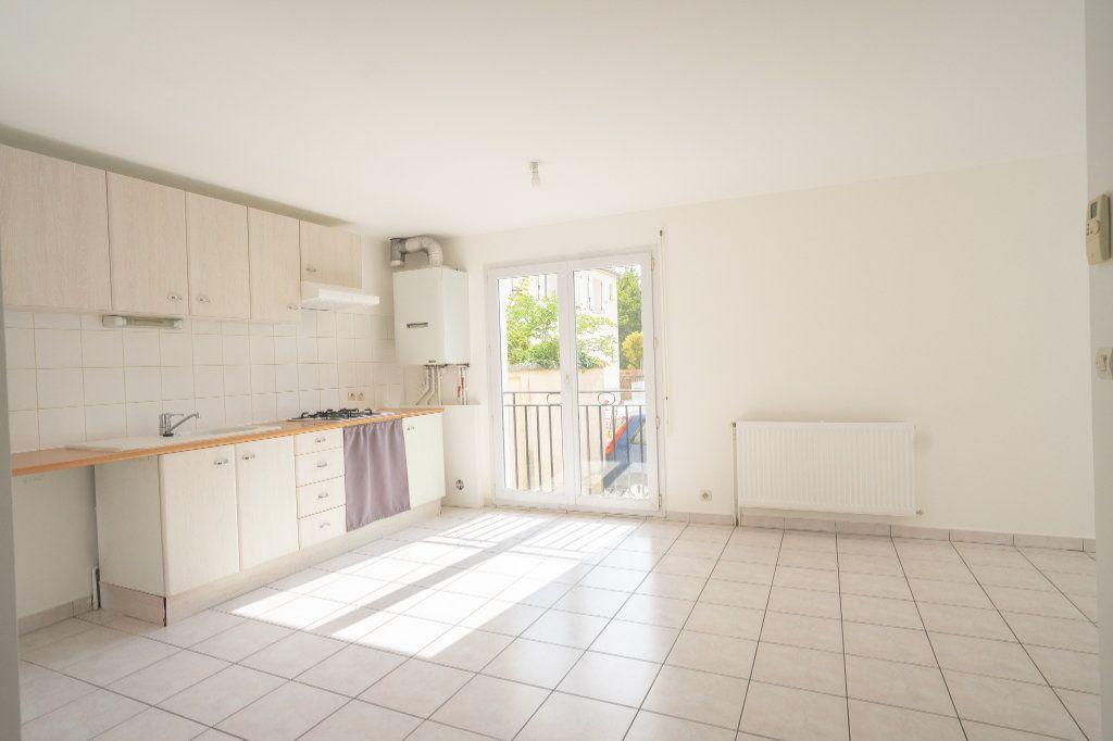 Appartement à louer 2 42.3m2 à Verneuil-sur-Seine vignette-2