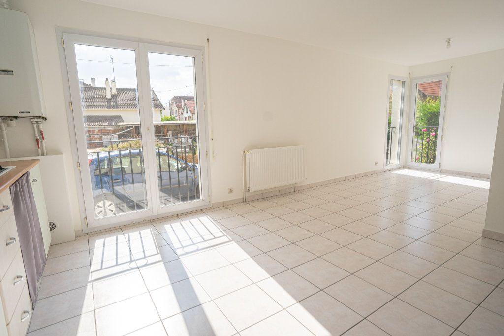 Appartement à louer 2 42.3m2 à Verneuil-sur-Seine vignette-3