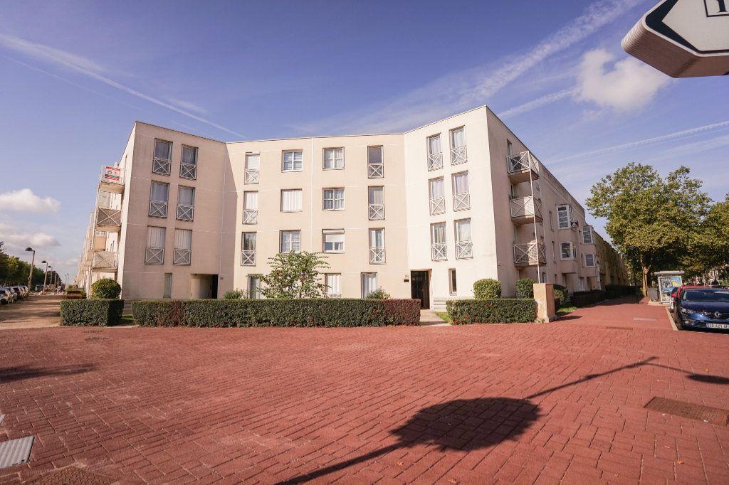 Appartement à louer 2 55.29m2 à Montigny-le-Bretonneux vignette-1
