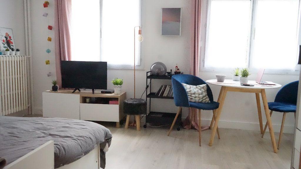 Appartement à louer 1 23.86m2 à Boulogne-Billancourt vignette-2