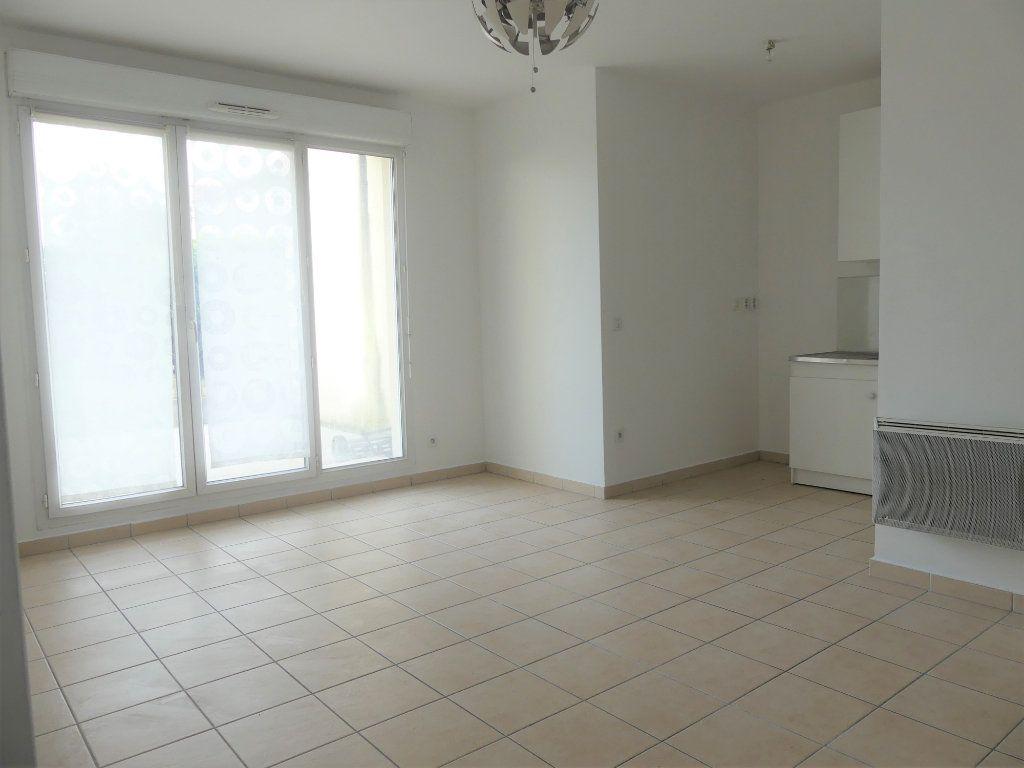 Appartement à louer 2 39.4m2 à Verneuil-sur-Seine vignette-2
