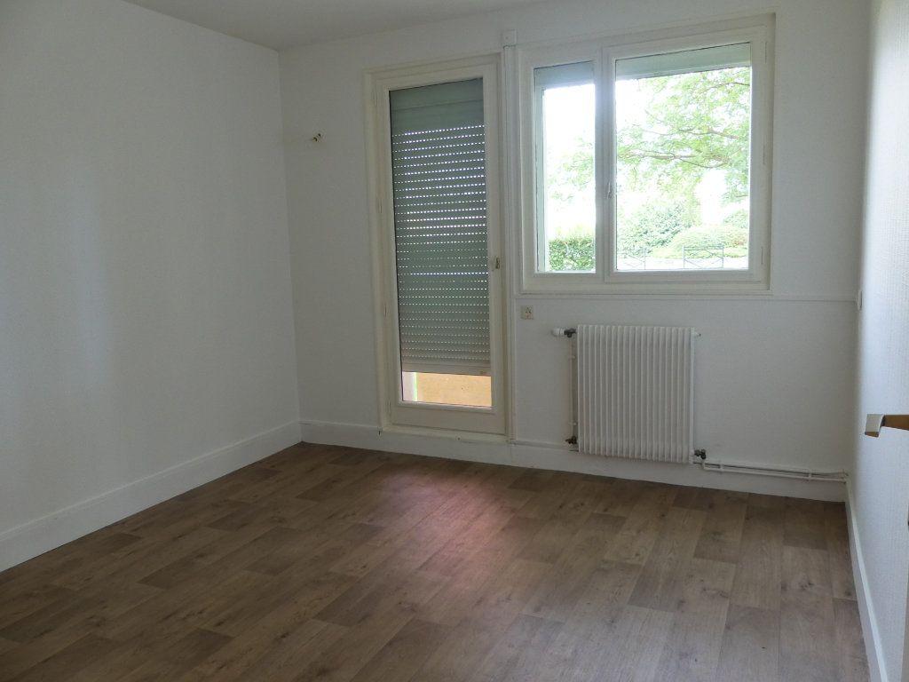 Appartement à vendre 3 75m2 à Verneuil-sur-Seine vignette-4