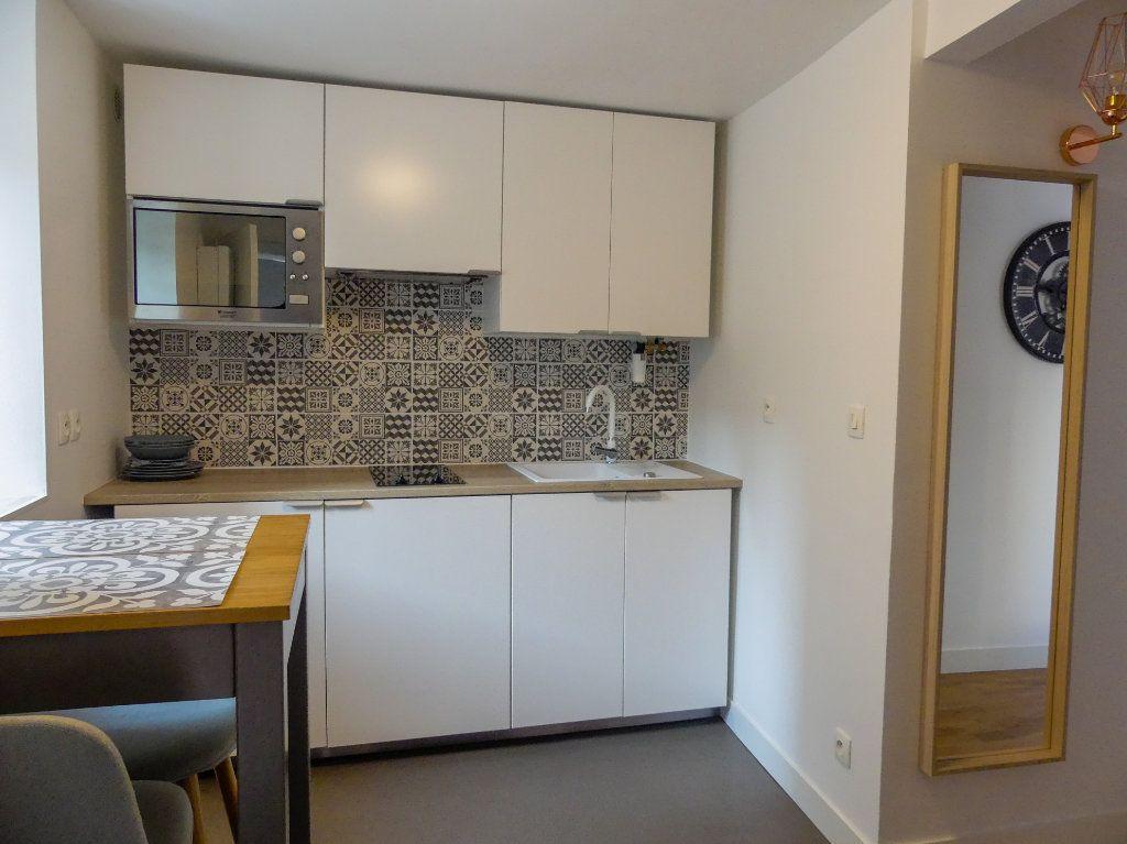 Appartement à louer 1 18.46m2 à Aubergenville vignette-1