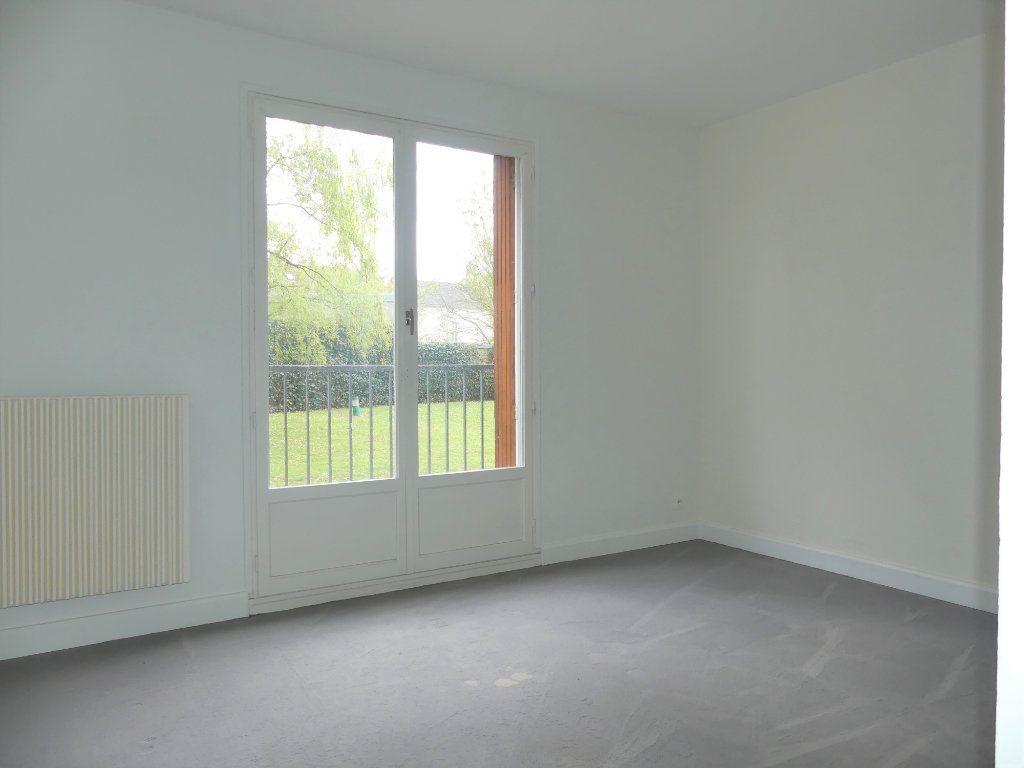 Appartement à vendre 3 67.67m2 à Mantes-la-Jolie vignette-3