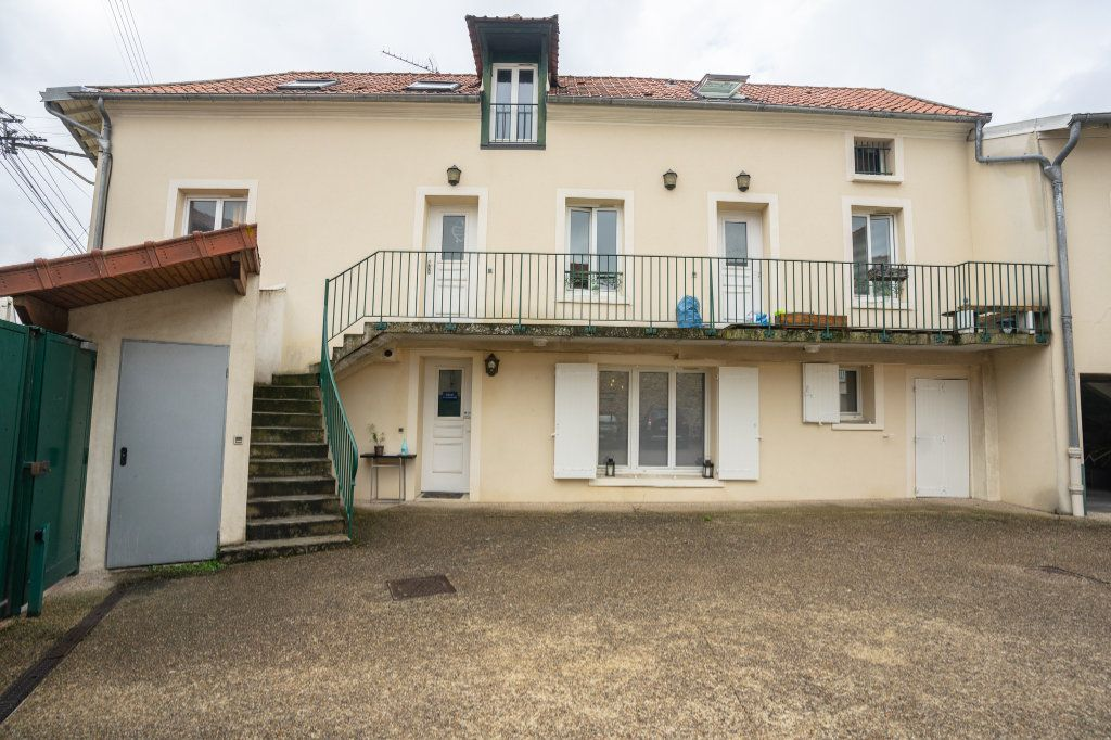 Appartement à louer 3 55m2 à Chanteloup-les-Vignes vignette-1