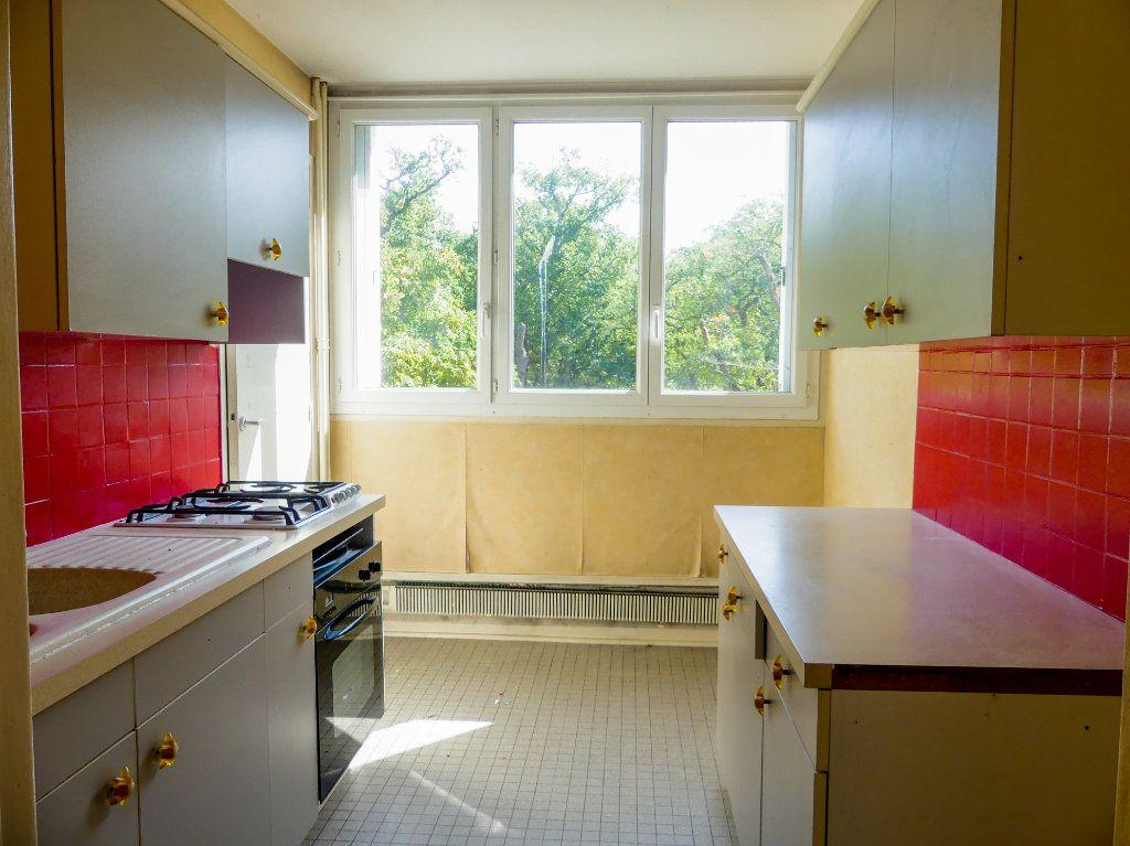 Appartement à vendre 4 69m2 à Verneuil-sur-Seine vignette-3
