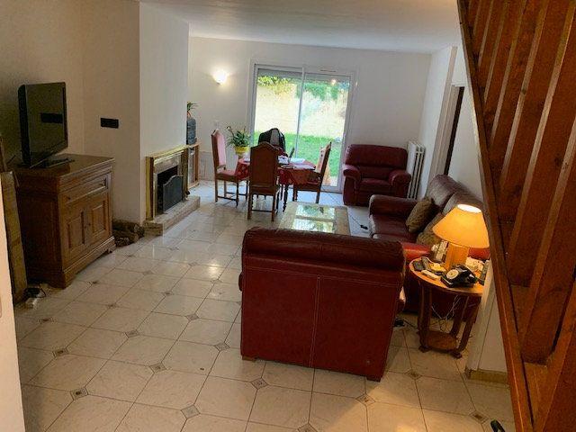 Maison à vendre 7 128.46m2 à Chelles vignette-1