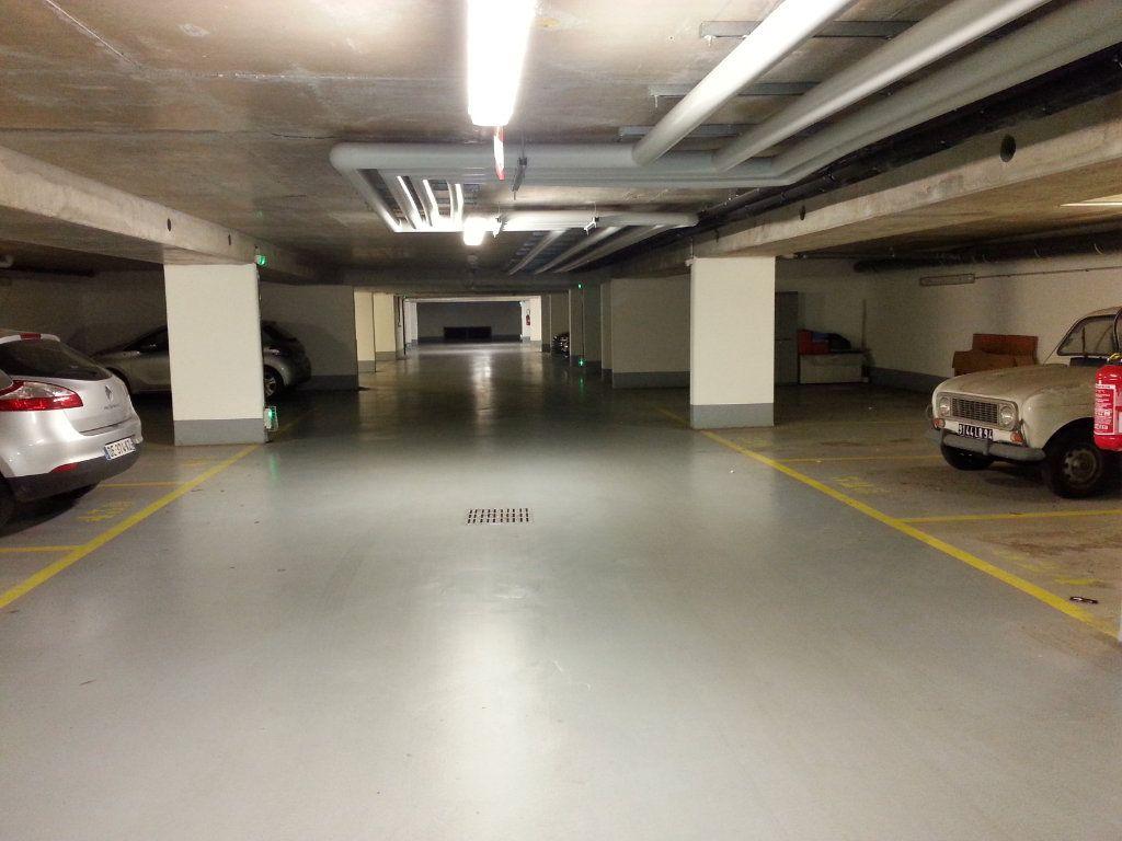 Stationnement à louer 0 0m2 à Guyancourt vignette-2
